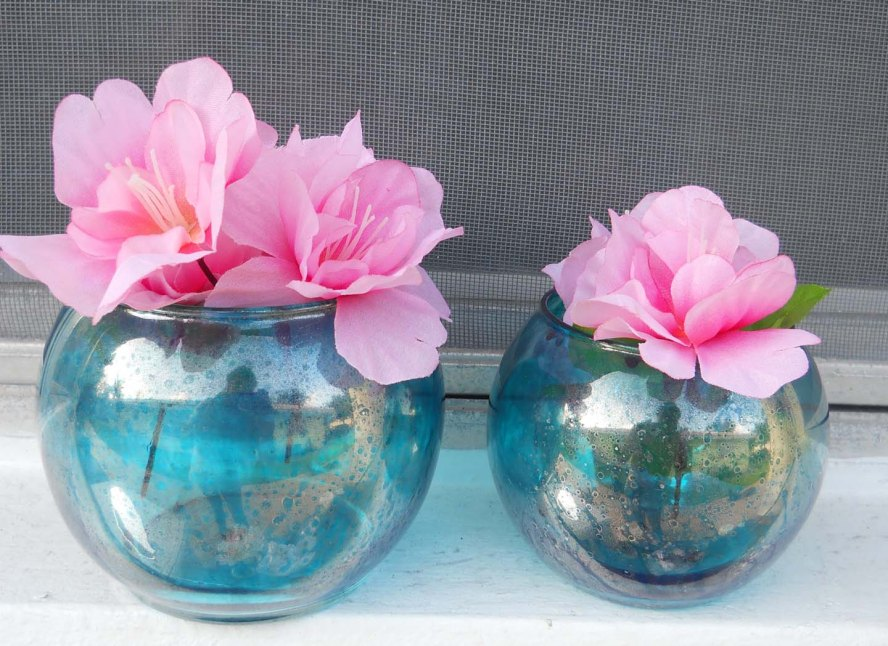 Two Blue Round blue vases that could. Part of a perfect Wedding center piece